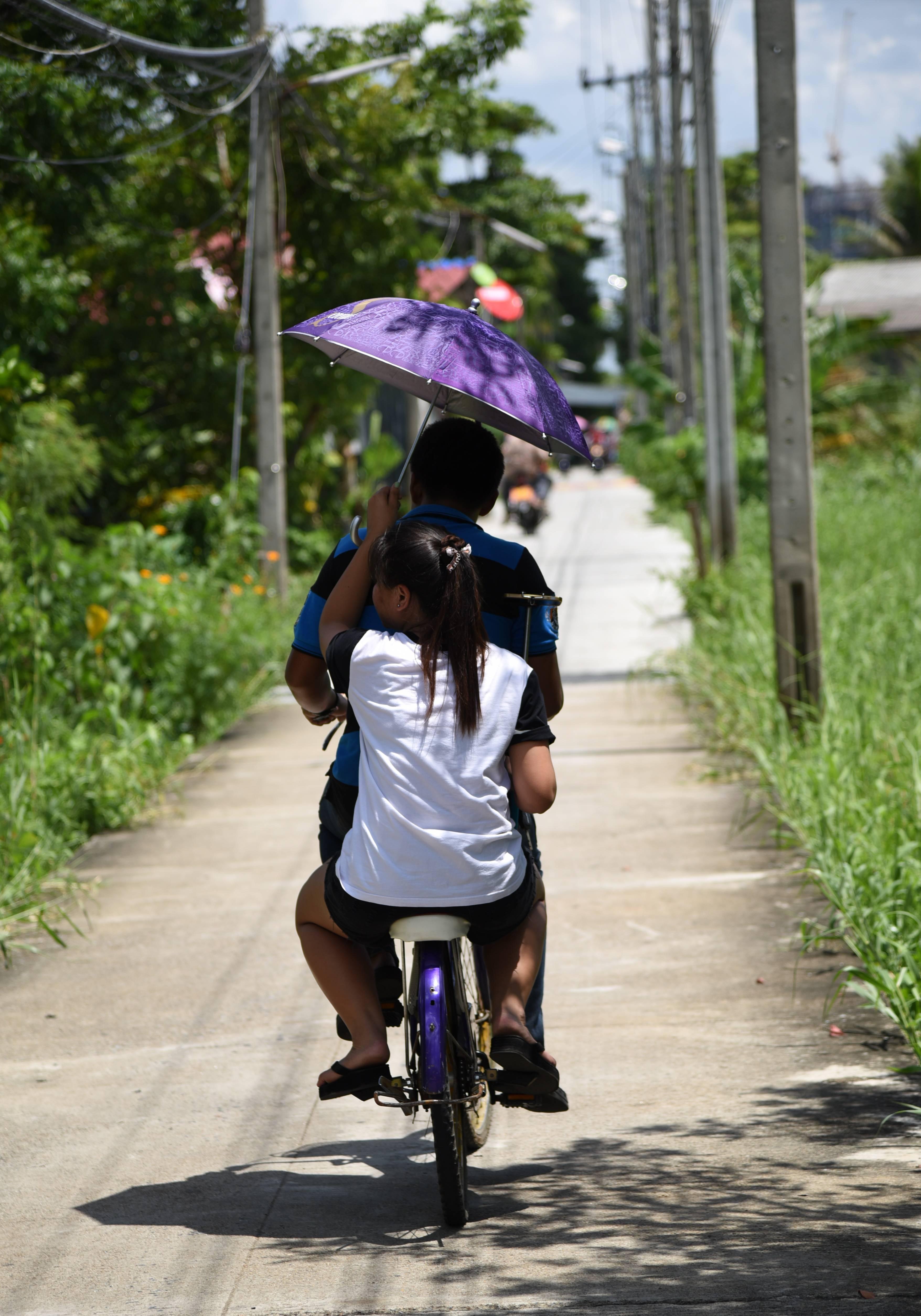 A couple on Koh Kret - a laid-back man-made island.